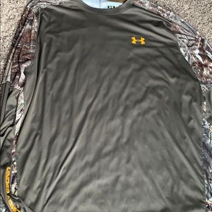 Men's Large Loose fit Underarmour long sleeve